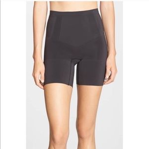 SPANX ONCORE MIDTHIGH SHORTS ♥️IN STORES♥️